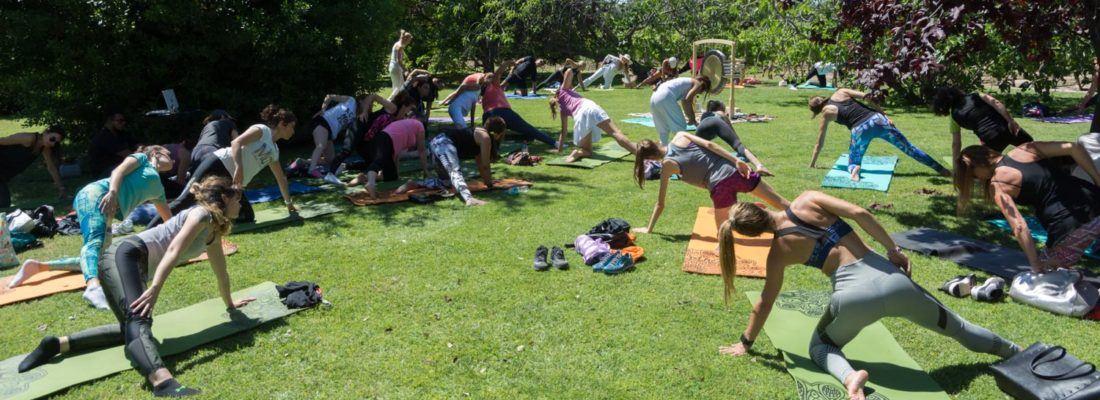 Yoga por los Caminos del Vino culminó su primer ciclo y donó 50.000 pesos a FundaFem